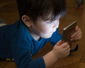 Heiß begehrt, doch: Handys sind kein Kinderspielzeug