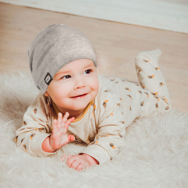 Baby mit EMV+ Mütze